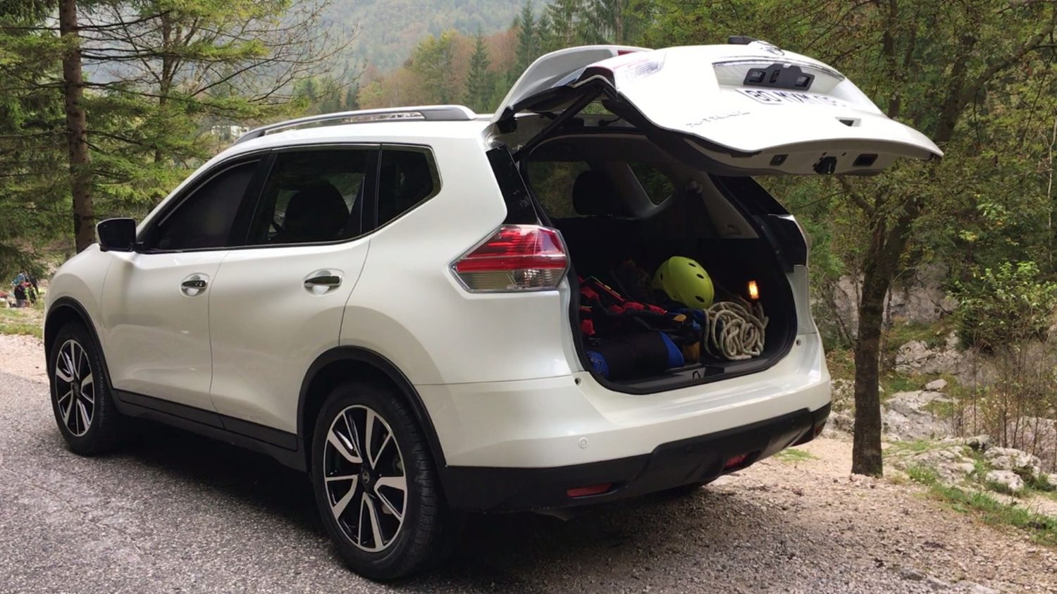 SUV trunk Nissan X-Trail