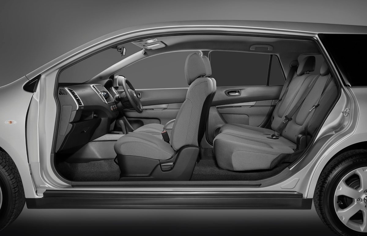 The interior of the Nissan Wingroad offers exceptional comfort surrounded by premium quality. From the low-profile, elliptical dash design that creates an ...