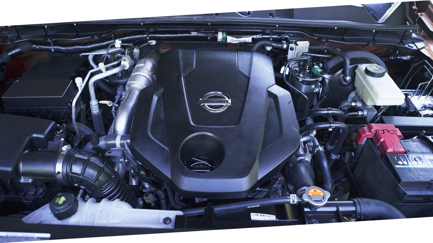 Nissan Frontier close-up motor