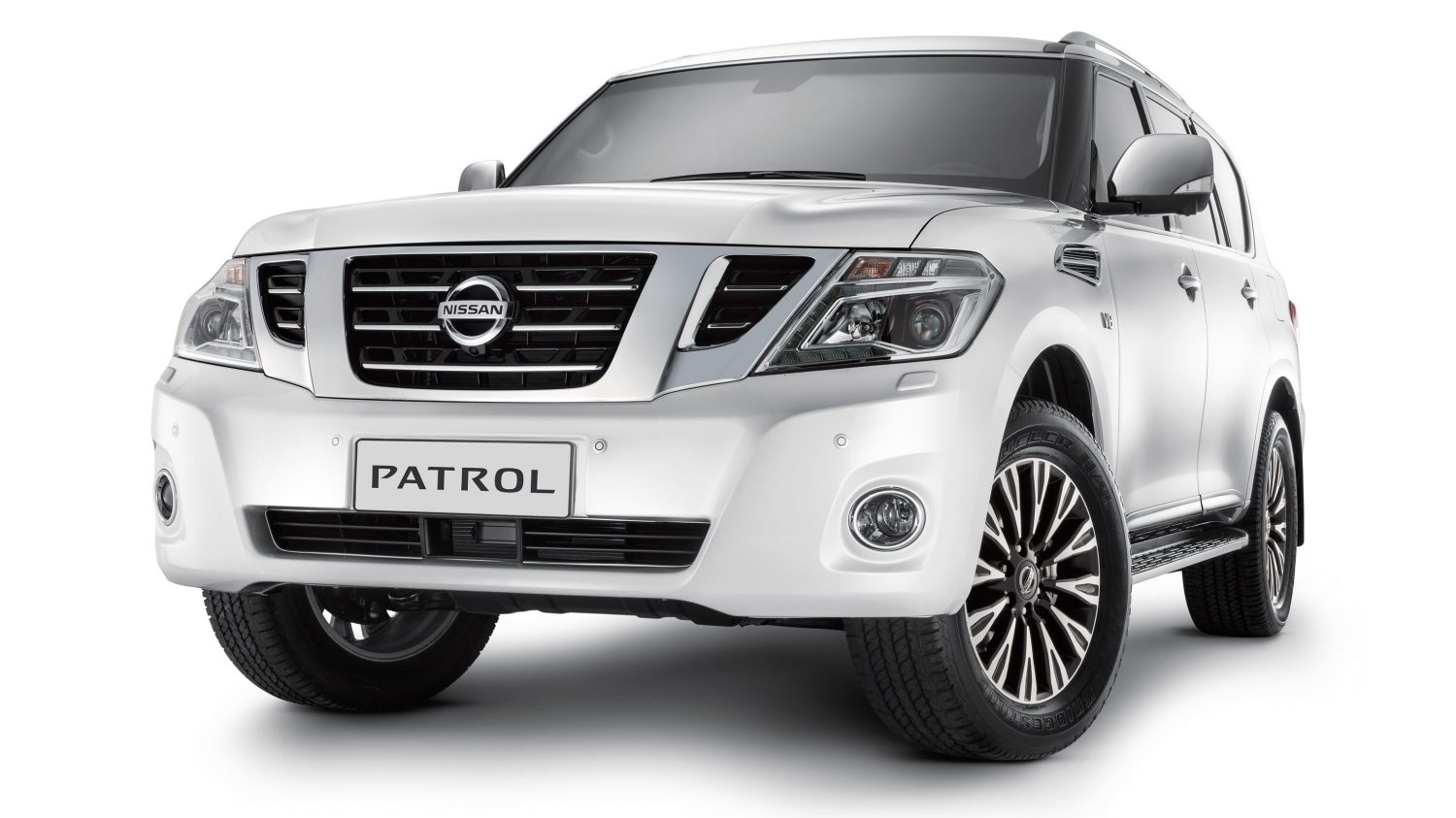 nissan patrol off road suv nissan dubai. Black Bedroom Furniture Sets. Home Design Ideas