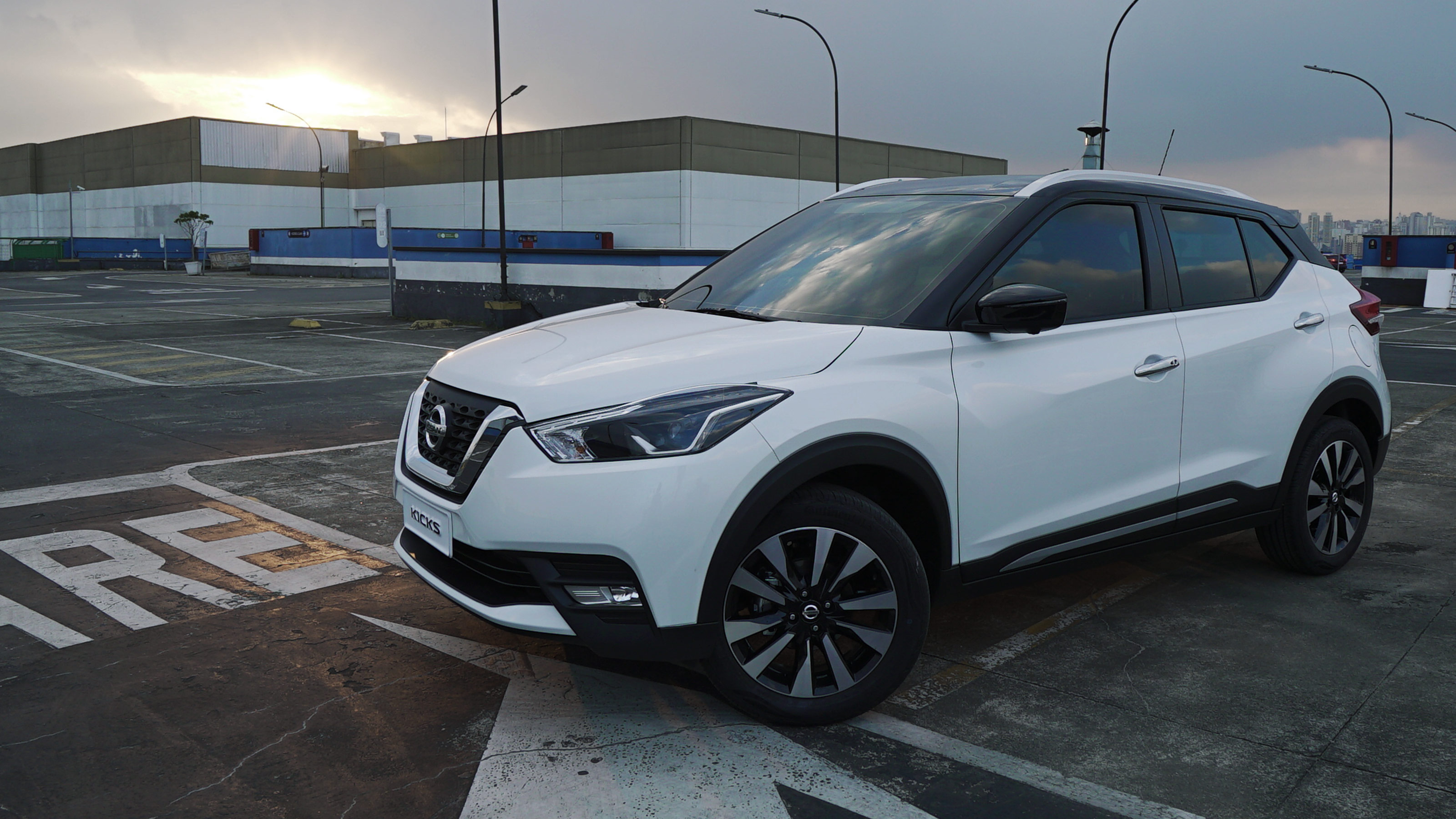 Nissan Kicks blanco