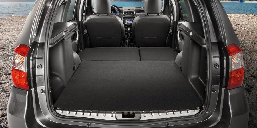 Багажник со сложенными задними сиденьями, вид сзади