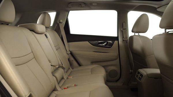 Nissan X-TRAIL - два ряда сидений