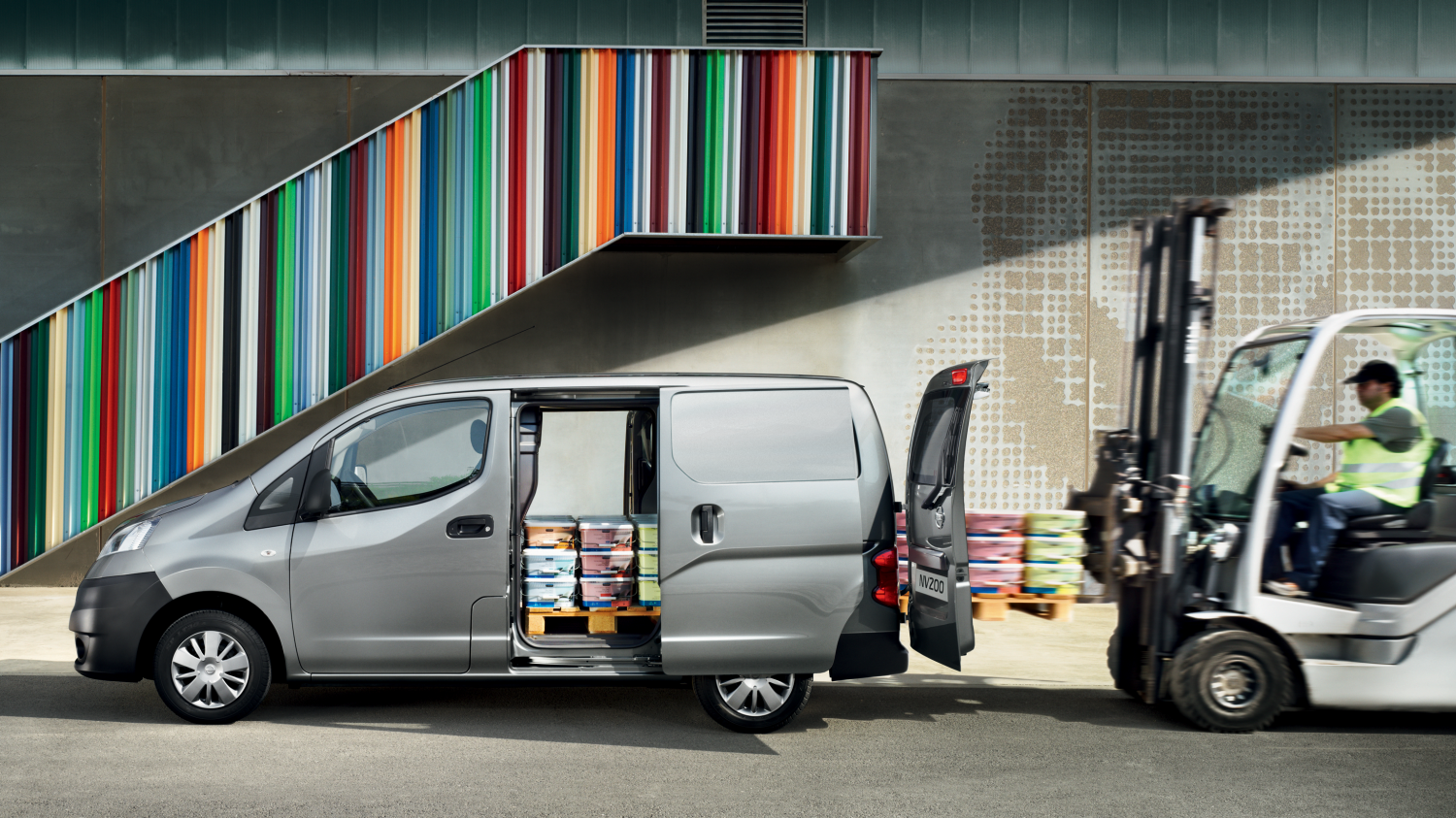 Nissan NV200 Van exterior cutaway showing interior