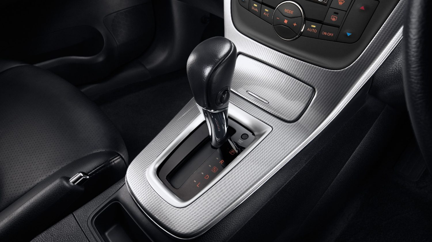 Sport style leather gear stick